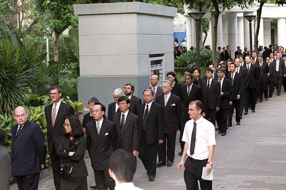 1999年6月30日,600名法律界人士舉行本港首次遊行,反對政府提請人大常委解釋基本法。