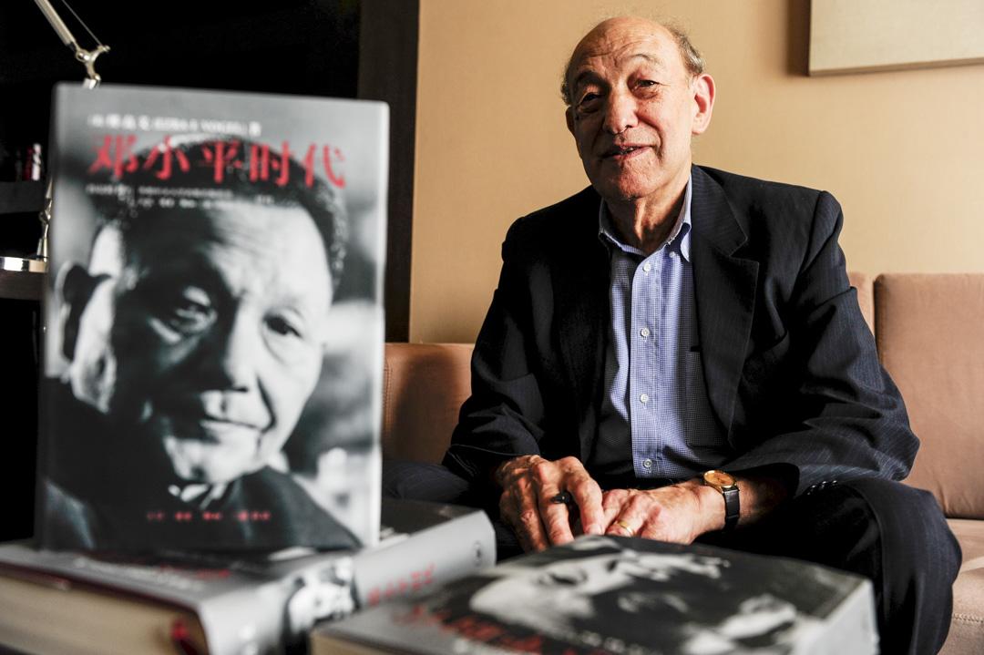 曾著有《鄧小平時代》一書、美國哈佛大學社會科學院榮休教授傅高義(Ezra F. Vogel)於12月20日在麻薩諸塞州康布里奇去世,享年90歲。 攝:Ye Yuan/Hua Shang Daily/VCG via Getty Images