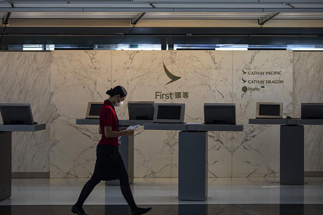 2020年10月21日香港國際機場,國泰航空及港龍航空的登機櫃檯。