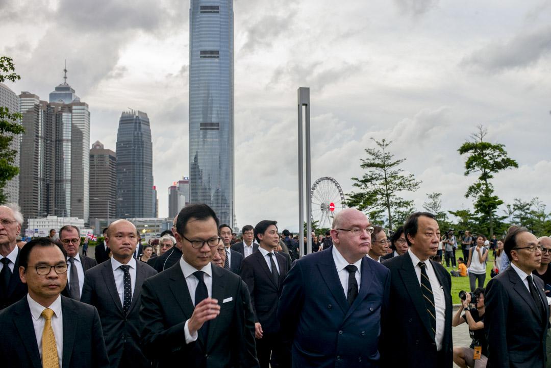 2019年6月6日,法律界發起黑衣遊行,逾2500名法律界人士出席遊行,反對港府修訂《逃犯條例》。