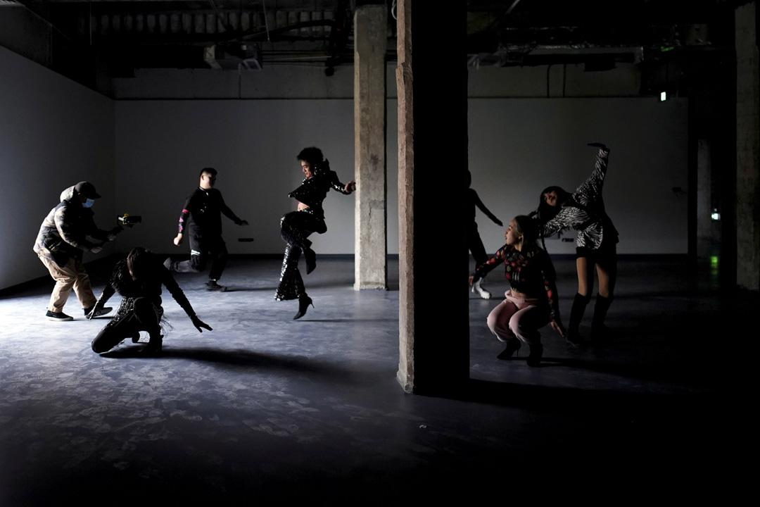 2020年12月15日,中國湖北武漢爆發新冠病毒大約一年後,現年22歲的時尚舞者熊大基與他的團隊練習舞蹈,製作視頻以宣傳時尚舞。