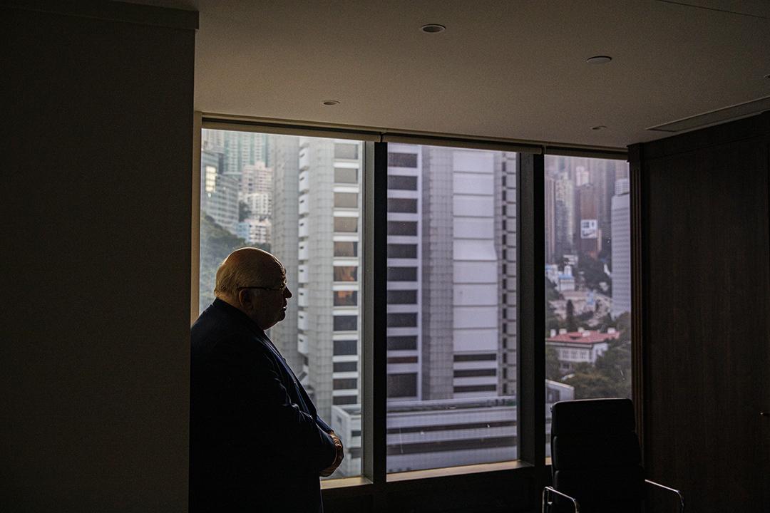 現任香港大律師公會主席、資深大律師戴啟思。