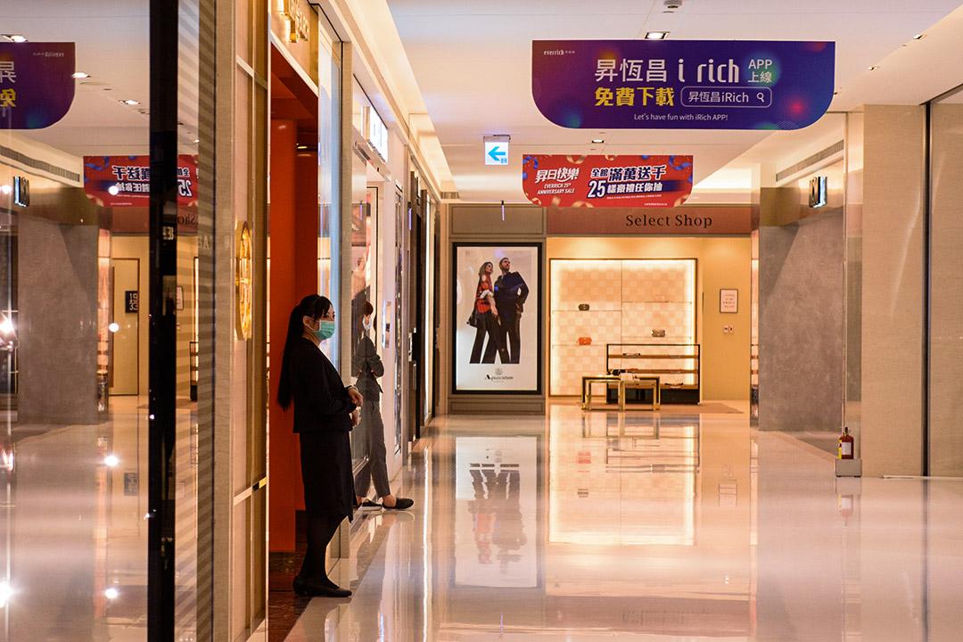 金門昇恆昌金湖廣場的「小三通免稅專區」。