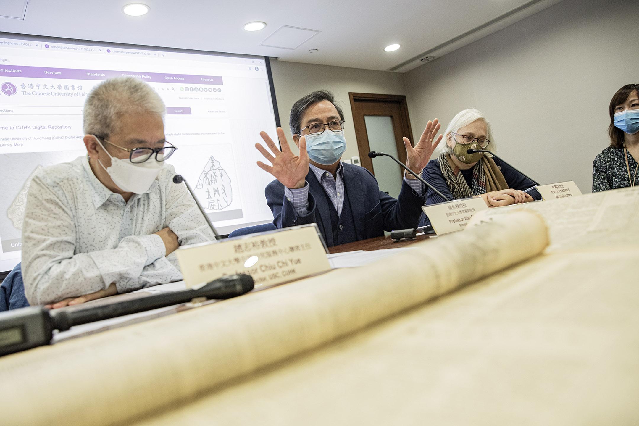 2020年12月29日,香港中文大學常務副校長陳金樑在記者會上,就中國研究服務中心面臨「重組」一事回應傳媒。 攝:陳焯煇/端傳媒
