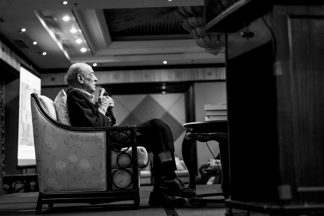 2013年4月24日,美國哈佛大學社會科學院榮休教授傅高義(Ezra F. Vogel)在北京舉行的一個論壇上發表講話。