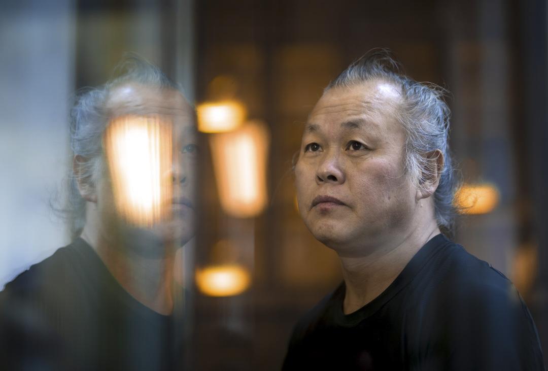 2020年12月12日,南韓電影導演金基德因感染新冠肺炎引發併發症,在拉脫維亞病逝,終年59歲。及後韓國官方亦確認死訊。 攝:Arif Hudaverdi Yaman/Anadolu Agency via Getty Images