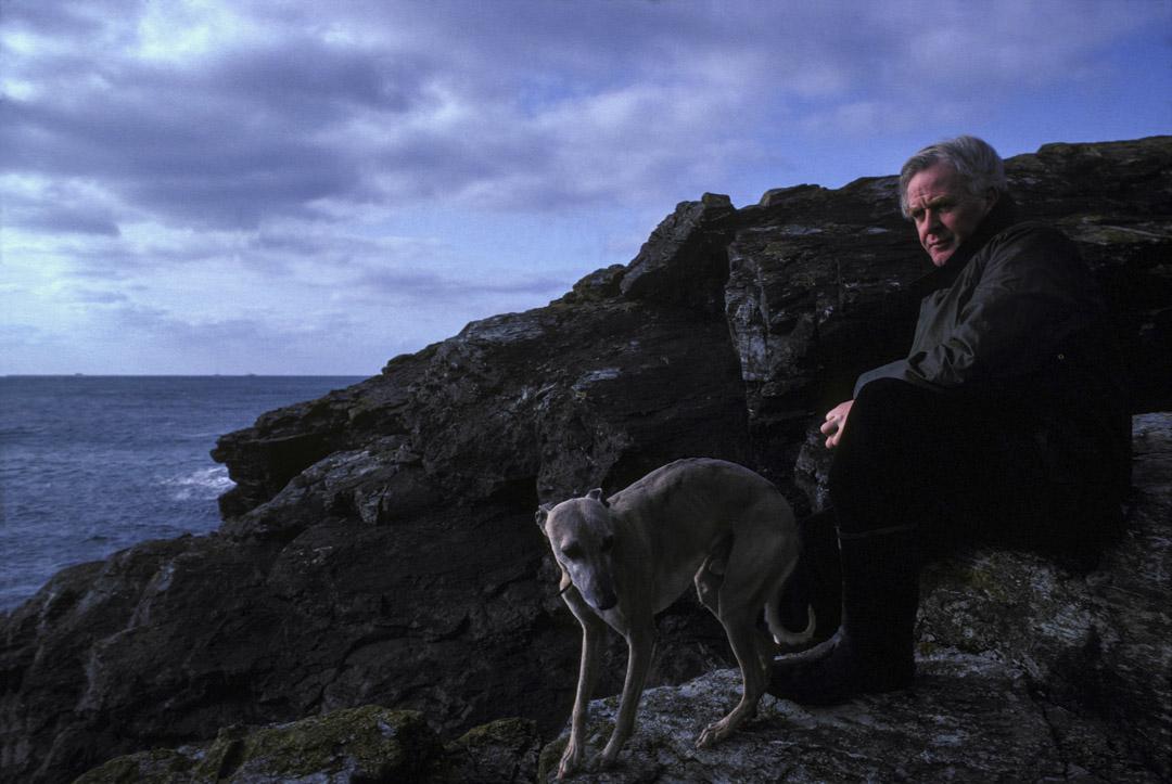 約翰·勒卡雷(John Le Carré)於1983年2月在英國康沃爾。