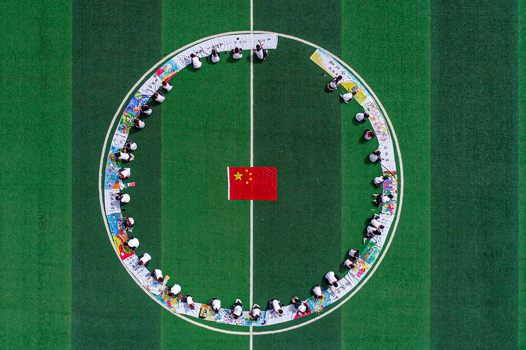 2020年9月29日新疆維吾爾自治區,學生在慶祝中華人民共和國建國的71週年。