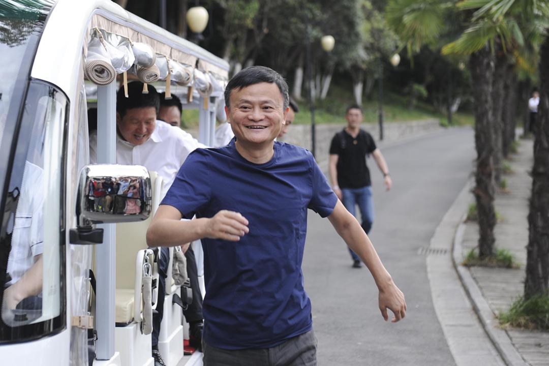 2020年6月6日在中國安徽省合肥市,馬雲與來自湖北省的一批前線醫護人員舉行聚餐活動。 攝:Zhang Yazi / China News Service via Getty Images