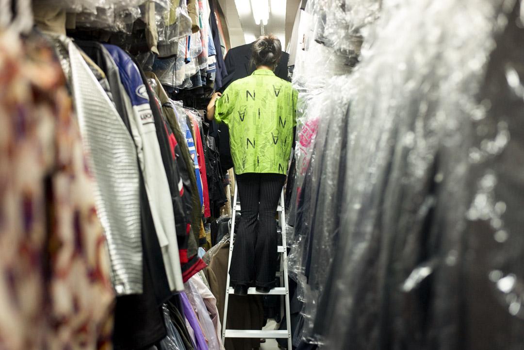 「衣常足」內部約4,000多呎面積,因放滿衣飾略見擠擁。