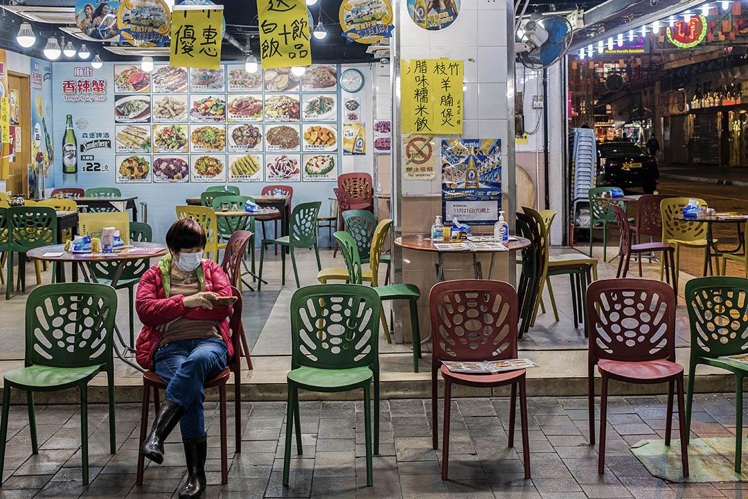 2021年1月21日廟街,一間沒有顧客的食肆。
