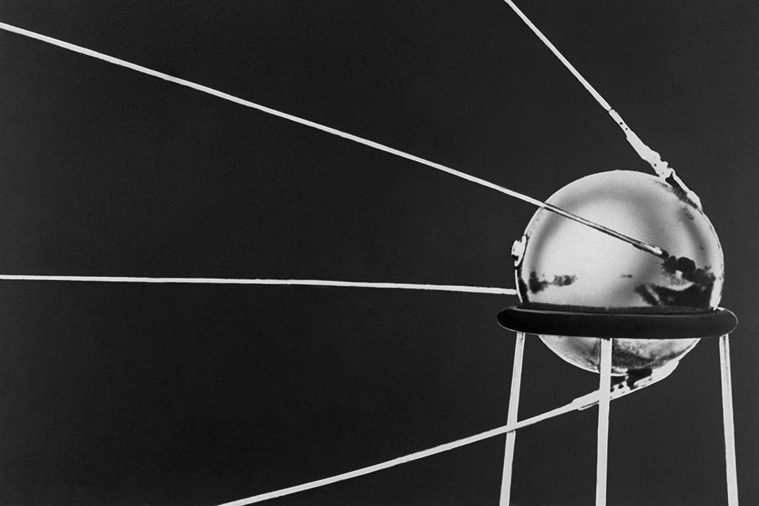 1957年10月4日,人造衛星「斯普特尼克(Sputnik)」。