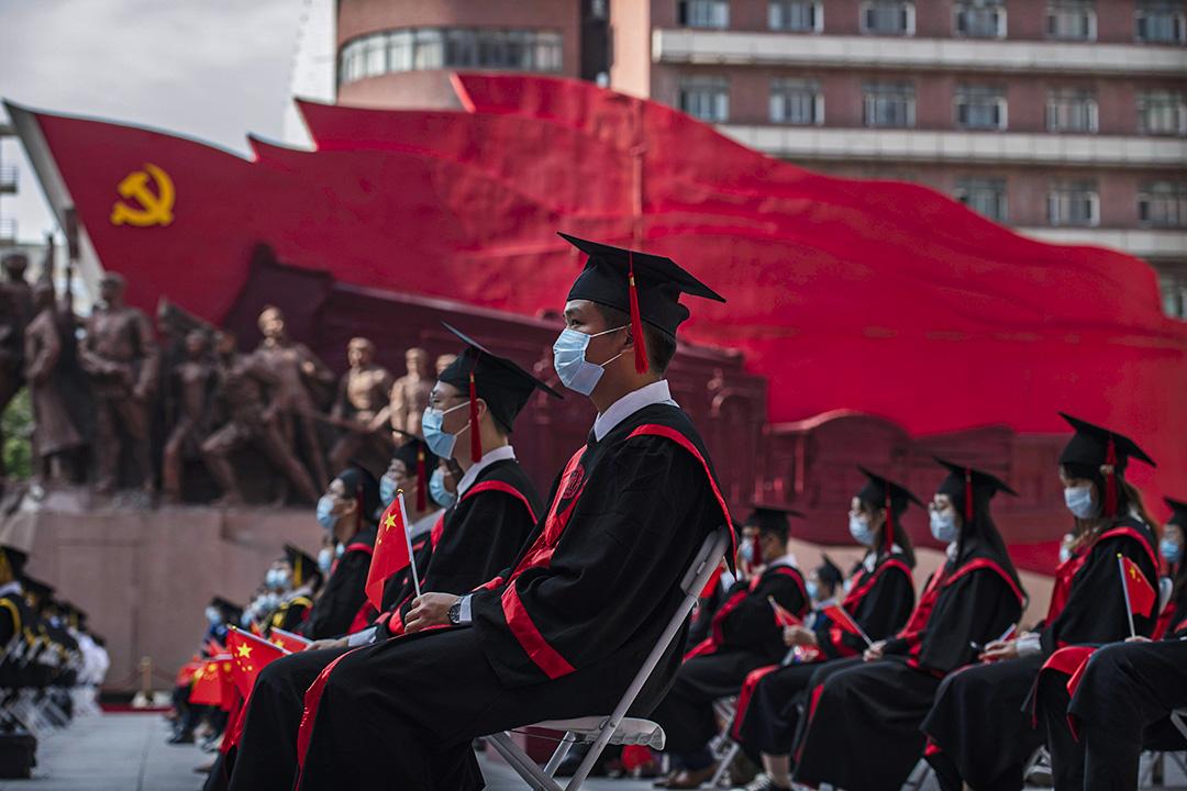 2020年6月30日北京,中國人民大學的學生舉行的畢業典禮上。