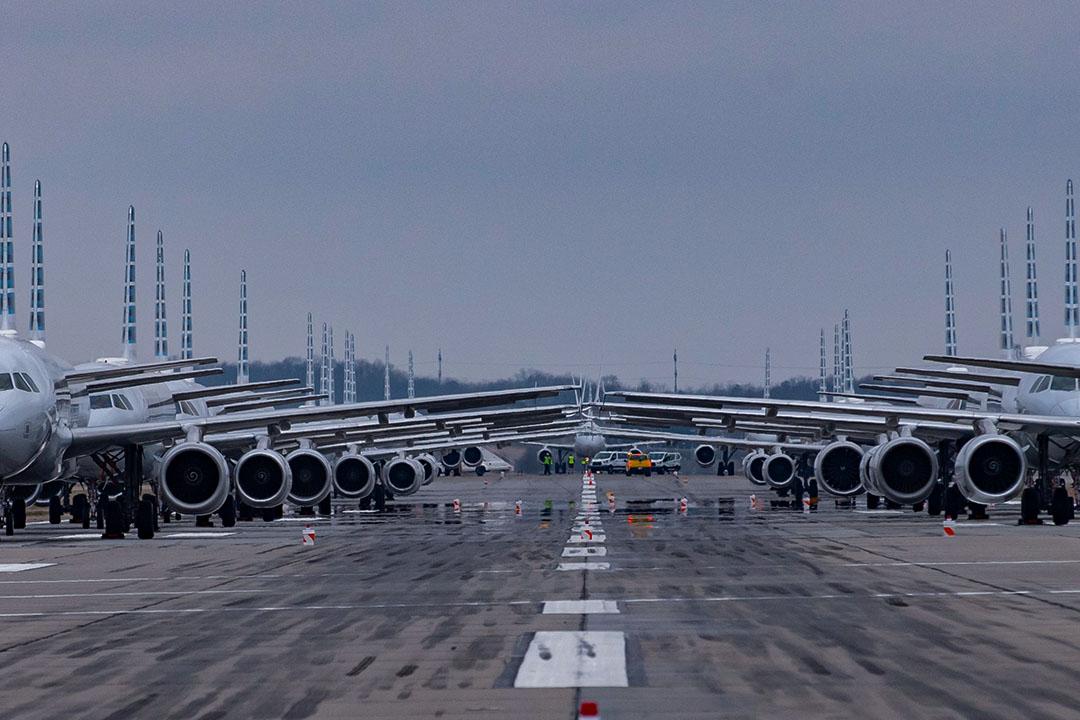 2020年3月27日匹茲堡國際機場,飛機停在跑道上。