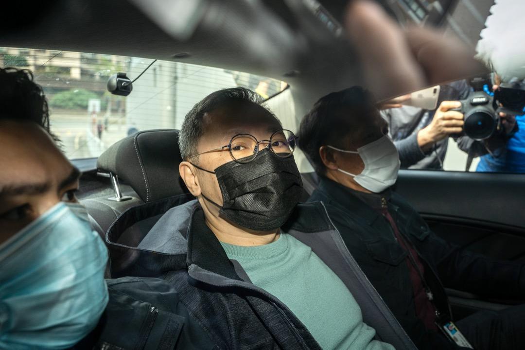 2021年6月1日,香港警務處國家安全處上門拘捕香港大學法律學院前副教授戴耀廷,被指涉嫌違反國安法的「顛覆國家政權罪」。 攝:Chan Long Hei/Bloomberg via Getty Images