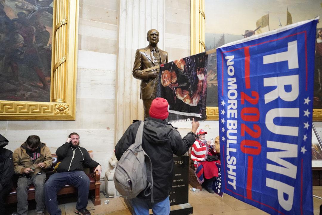 2021年1月6日,美國國會,參眾兩院會議進行期間,示威者闖進國會大樓。
