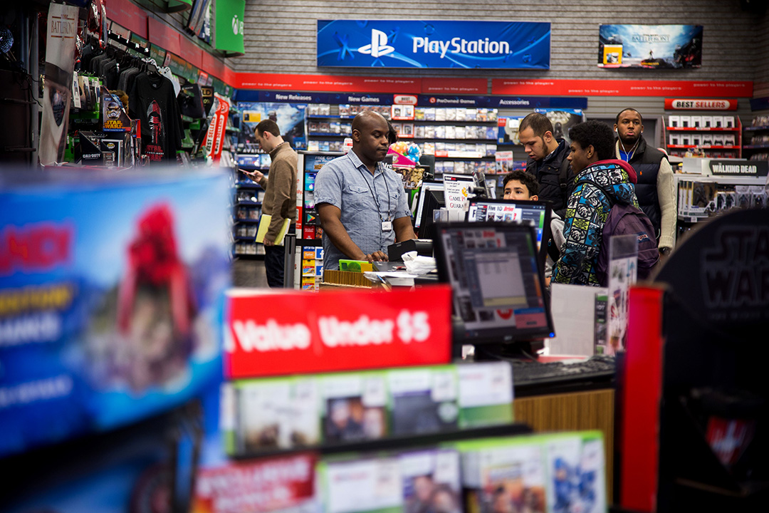 2015年11月18日,美國紐約的GameStop商店。 攝:Michael Nagle/Bloomberg via Getty Images