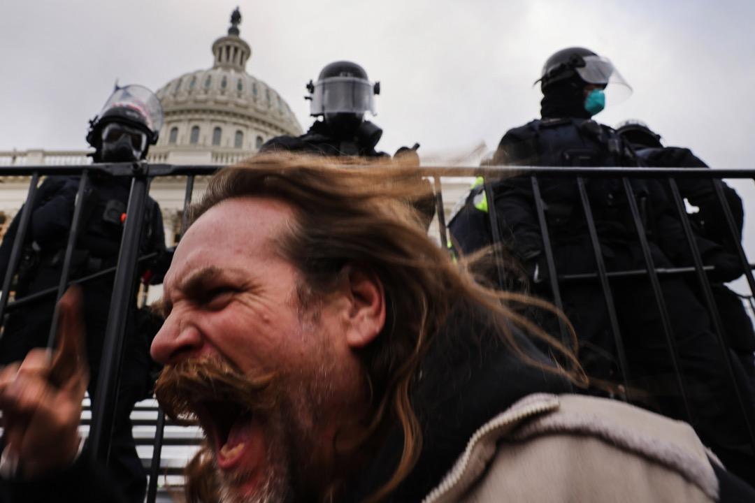 2021年1月6日,美國首都華盛頓特區,有特朗普支持者不滿總統選舉結果,在國會大廈外集會。