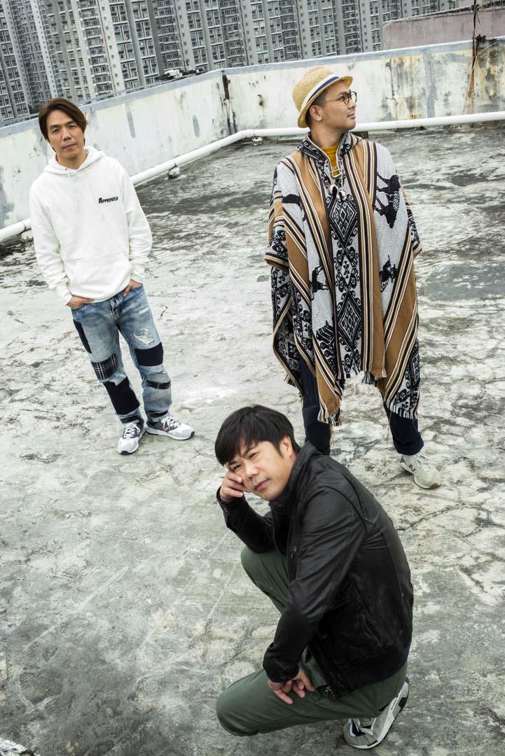 Rubberband三位成員:低音吉他手阿偉、鼓手泥鯭與主音6號。
