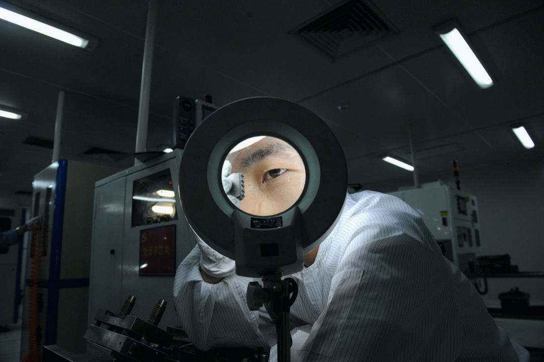 2010年,遂寧,一家電子廠的員工。