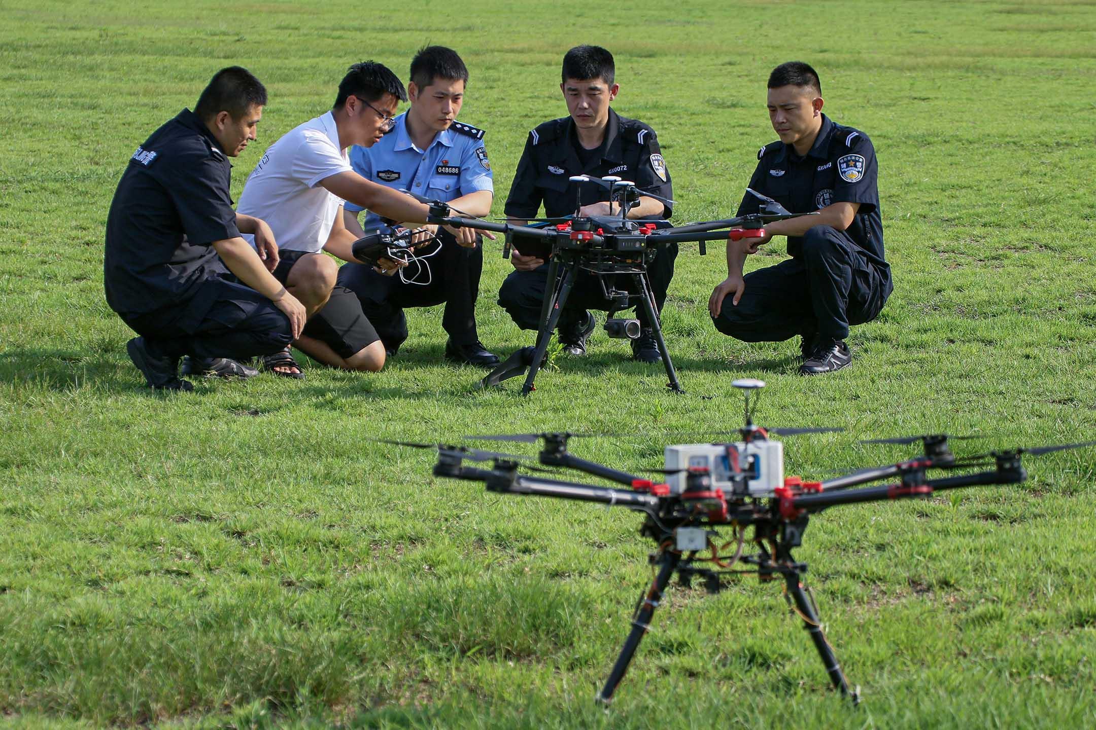 2020年7月21日煙台,警察在進行無人機飛行訓練。