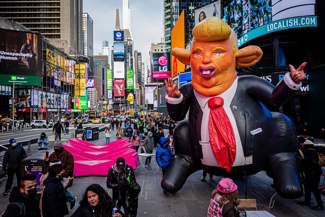 2021年1月9日紐約,示威者呼籲將特朗普免職,並在時代廣場周圍遊行。
