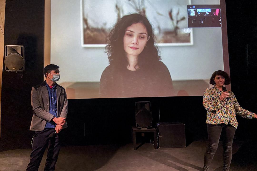 在現場的Layla Toprak和在法國的Mukaddas Mijit與現場觀眾交流。