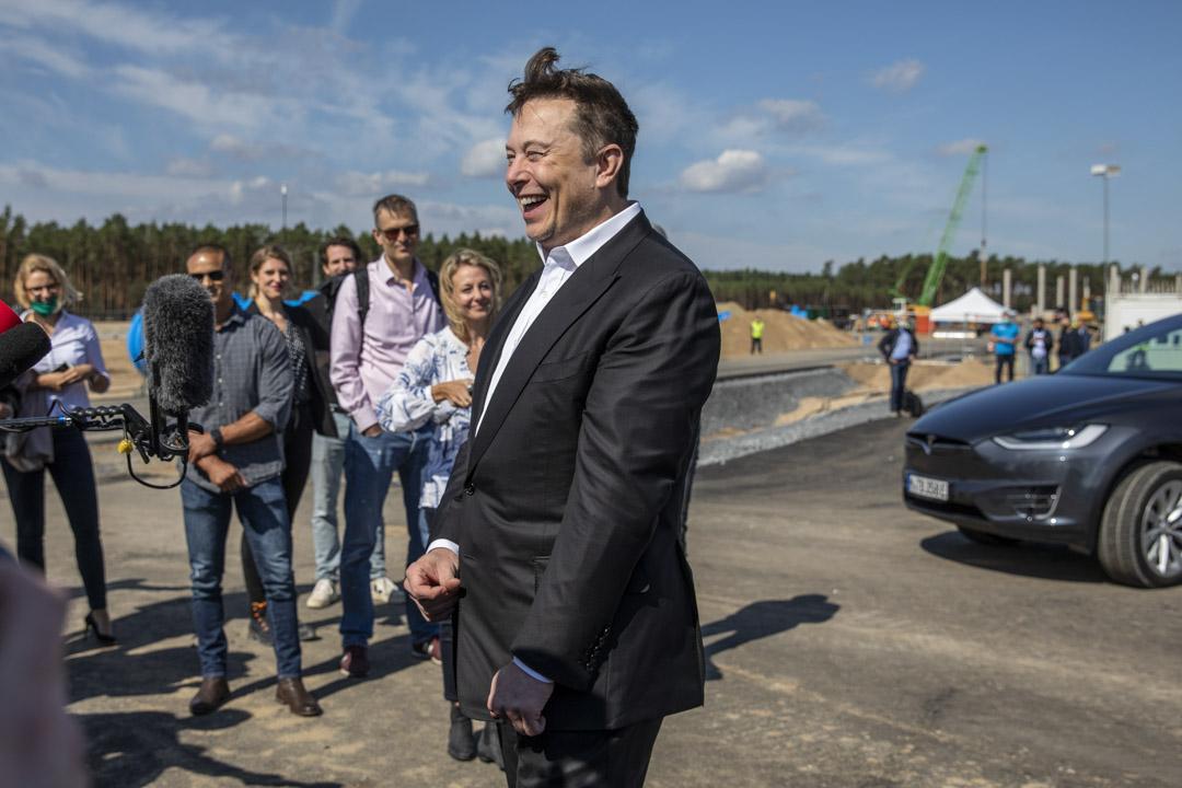 2020年9月3日,特斯拉Elon Musk於柏林附近的特斯拉新工廠工地上與媒體交談。  攝:Maja Hitij/Getty Images
