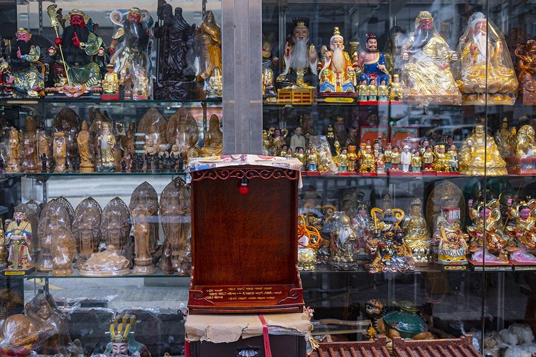 2021年1月20日油麻地,一間出售祭祀用品的商店。