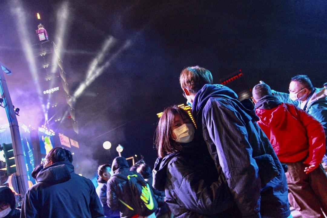 2020年12月31日,市民戴著口罩出席台北101跨年倒數。 攝:Ceng Shou Yi/NurPhoto via Getty Image