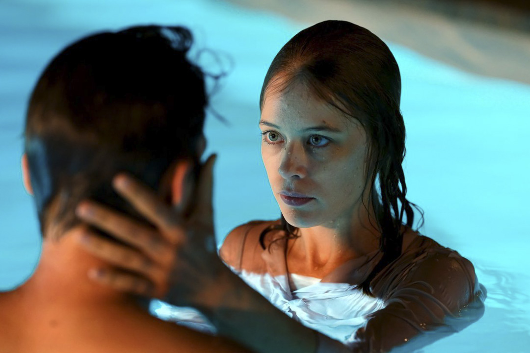 《水漾的女人》(Undine, Christian Petzold, 2020)劇照。