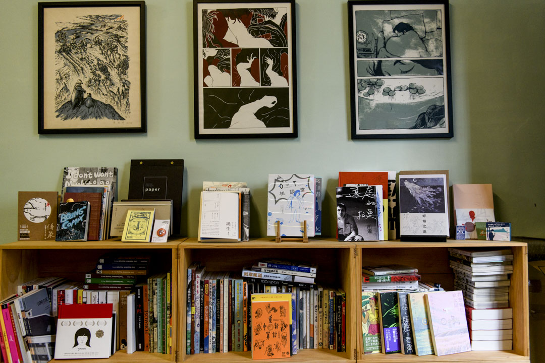 慢工出版社一角的書架。