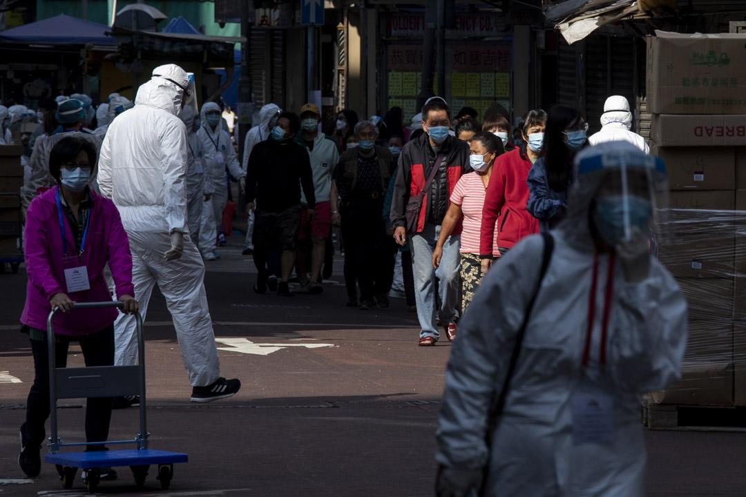 2021年1月23日,佐敦「受限區域」內,區內人士排隊進行檢測。