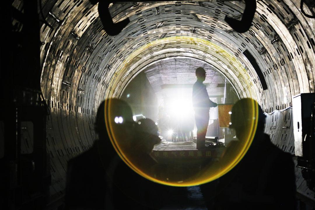 2020年12月23日,湖南長沙市地鐵6號線施工現場的工人。