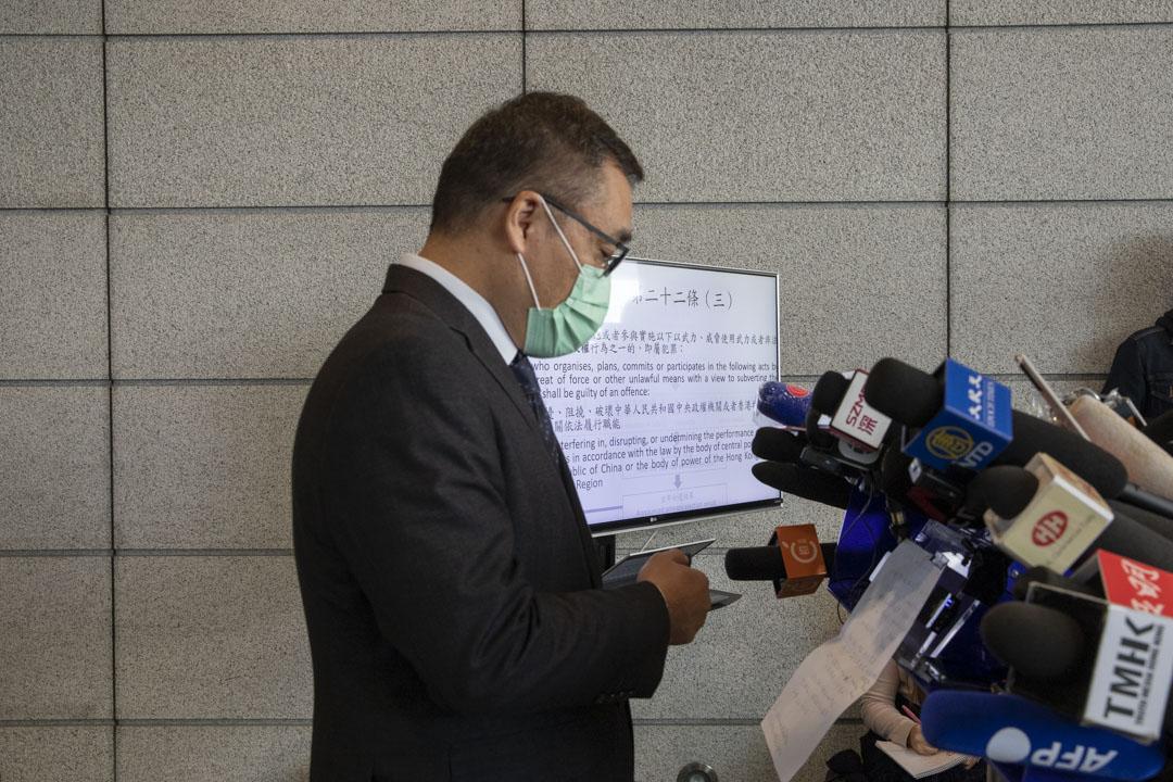 2021年1月6日,香港警方針對「35+ 民主派初選」,以涉嫌違反《港區國安法》合共拘捕53人。圖為警方當日下午舉行記者會。 攝:林振東 / 端傳媒