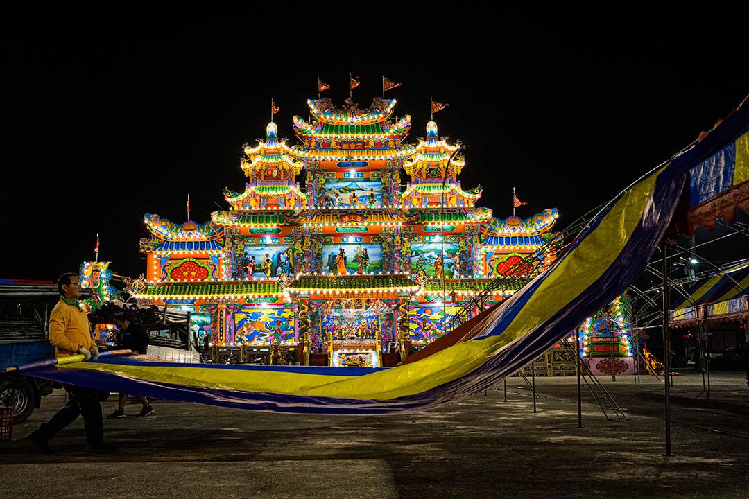 高雄茄萣區白砂崙萬福宮舉行「王船醮」。依台灣民間習俗,王船是王爺往返天庭與人間的交通工具,故完整個祭典會包含造王船、迎王、王醮科儀、巡狩遶境、送王離境等。