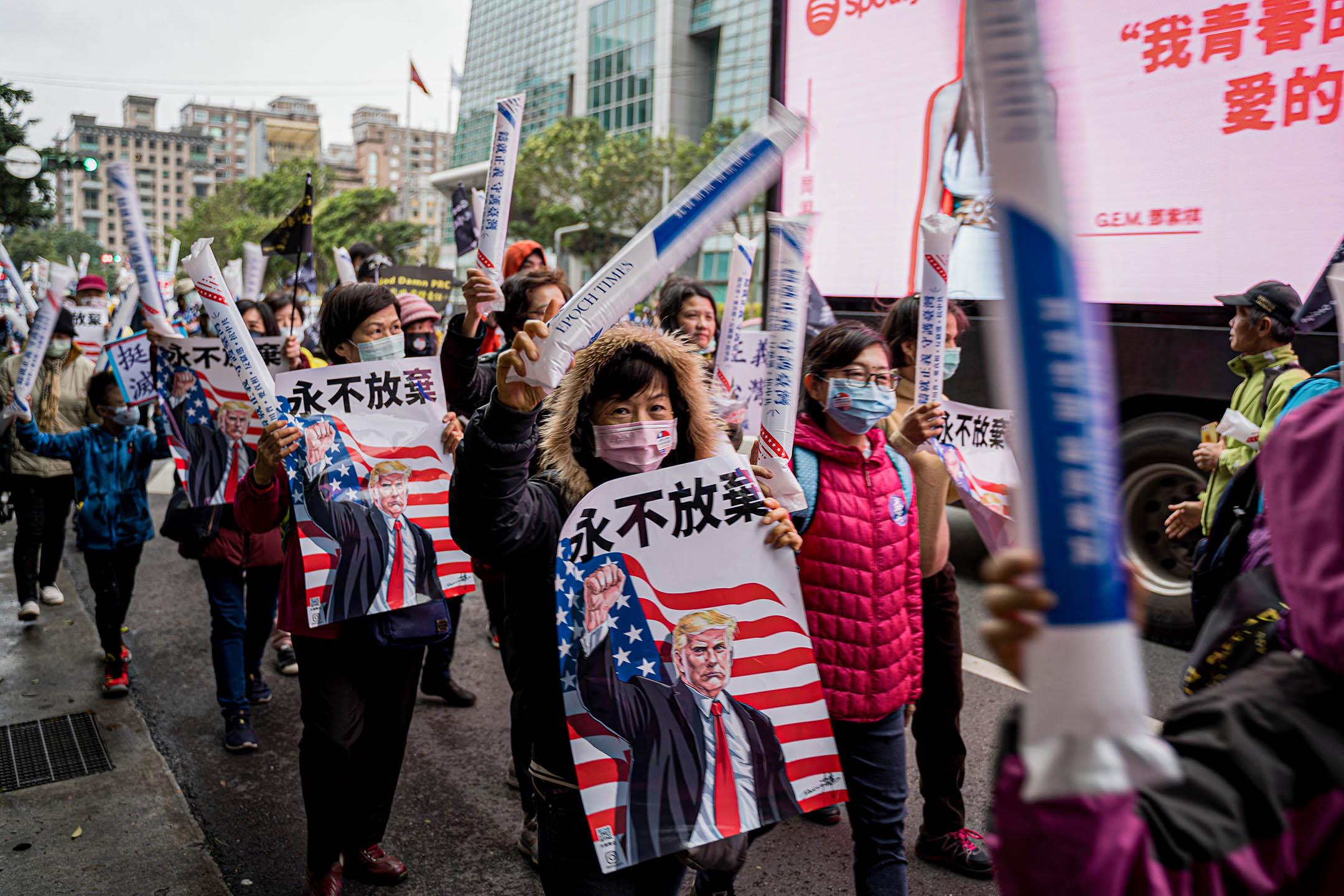 2020年12月19日台北,「挺川滅共站出來」遊行。 攝:唐佐欣/端傳媒