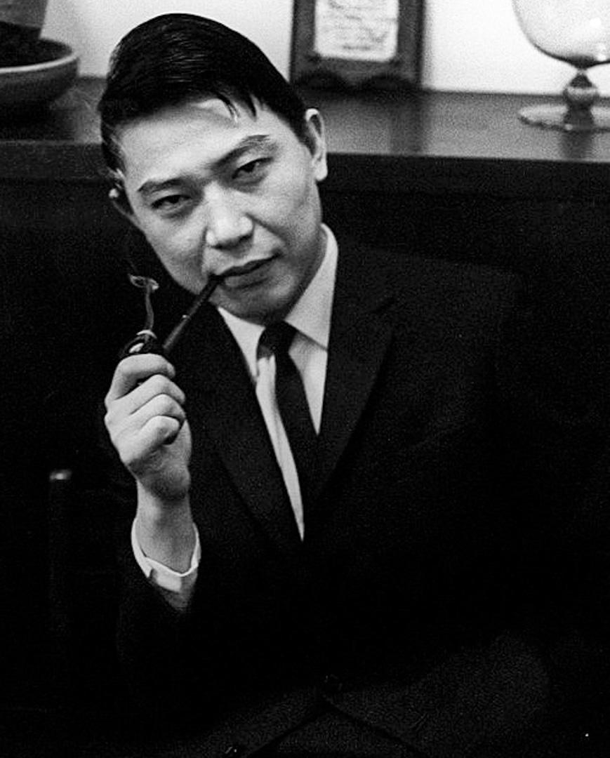 華人鋼琴家傅聰,拍攝於1965年。