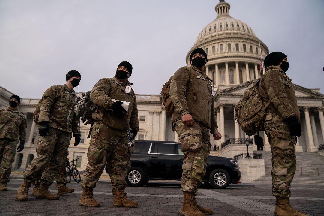 2021年1月11日,美國華盛頓特區,國民警衛隊在國會大樓外。 攝:Kent Nishimura/Getty Images