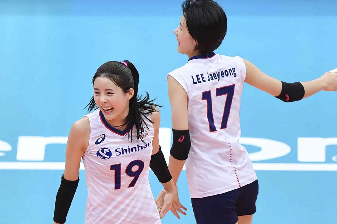 南韓國家隊球員李在英、李多英姐妹被指控在學生時代曾欺凌中學同學,事件曝光後二人被國家隊永久除名。 網上圖片