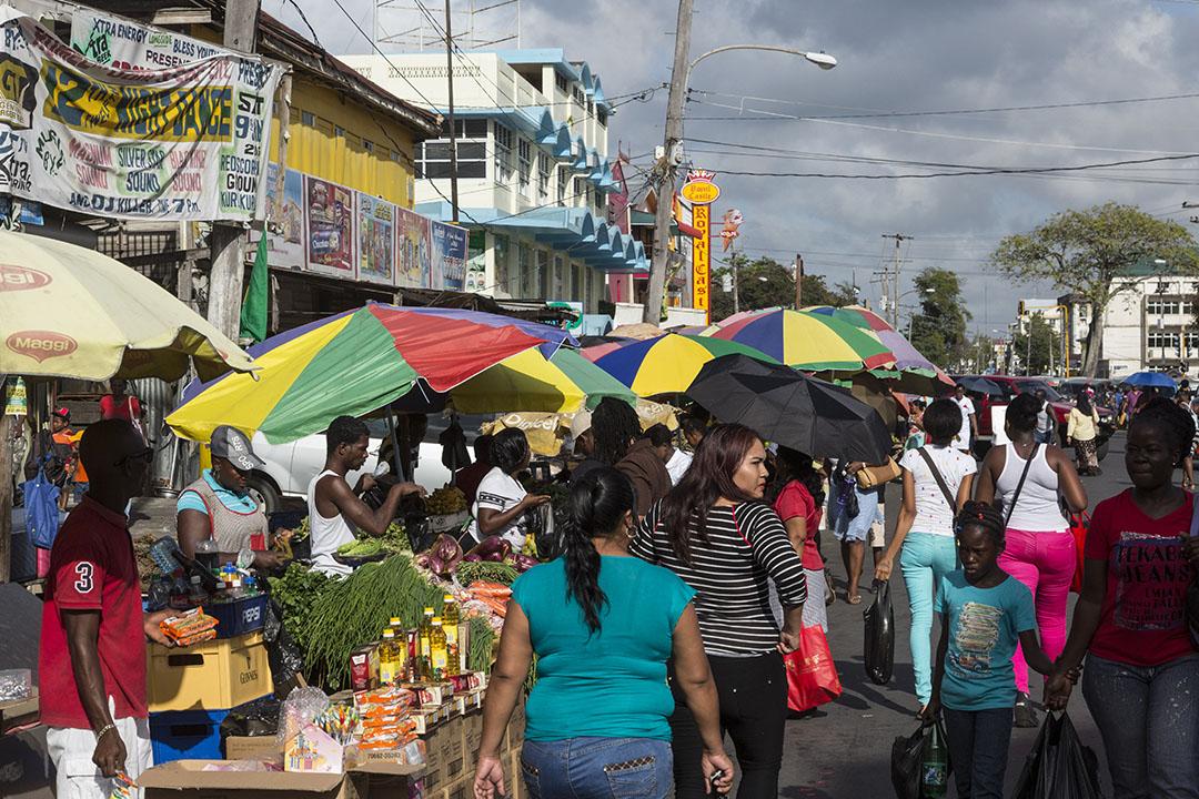 2016年3月21日,圭亞那喬治敦市一個繁忙的市場。
