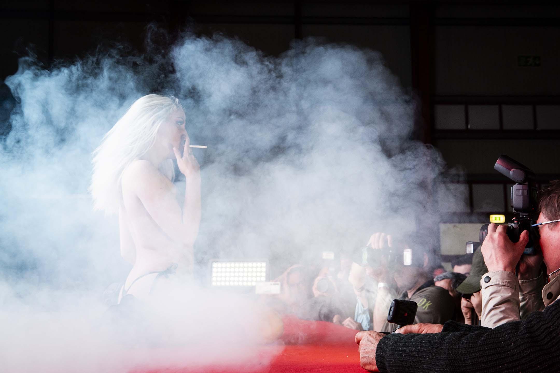 2020年3月7日葡萄牙波爾圖,一場脱衣舞表演。