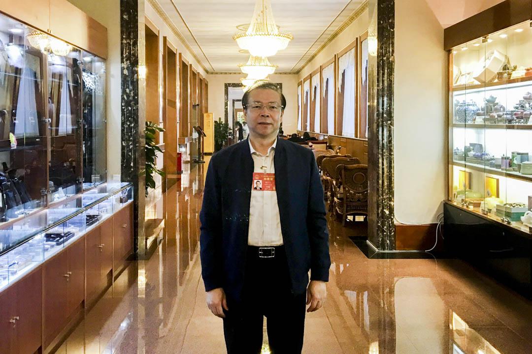2017年3月7日,中國華融資產管理公司董事長賴小民接受路透社訪問。 攝:Shu Zhang/Reuters/達志影像