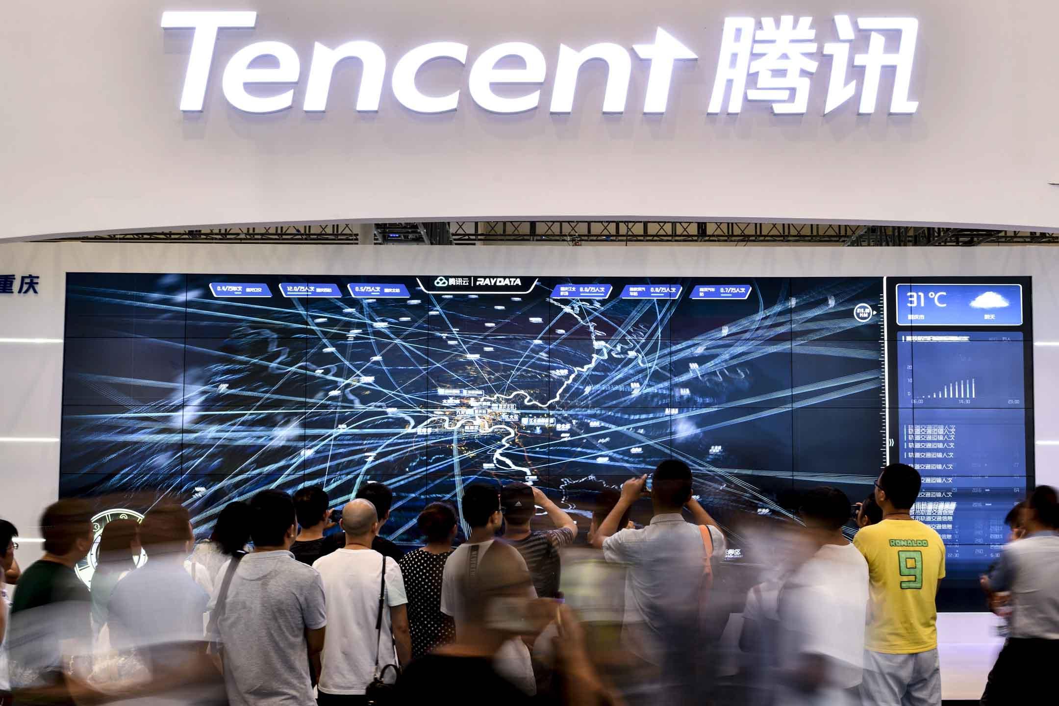2019年8月27日,重慶國際博覽中心舉行的2019 Smart China Expo,不少市民參觀騰訊展位。 攝:VCG/VCG via Getty Images