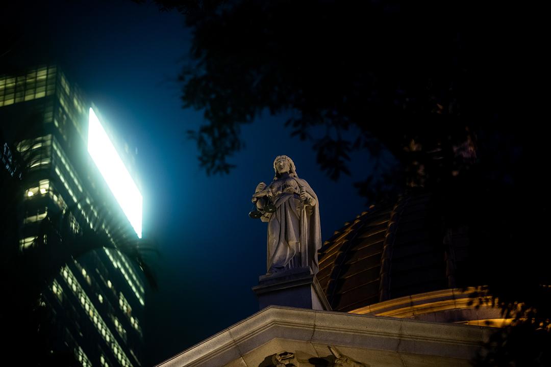 2021年1月6日,香港終審法院的正義女神像。