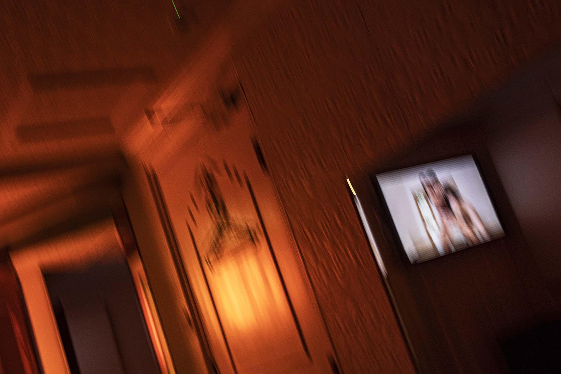 2021年1月5日香港,一間時鐘酒店正播放色情影片。