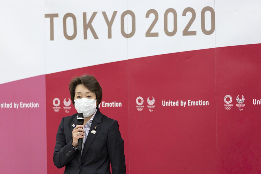 2021年2月18日,東京奧組委理事會選出橋本聖子擔任主席,橋本在記者會上發言。 攝:Yuichi Yamazaki / Pool via REUTERS