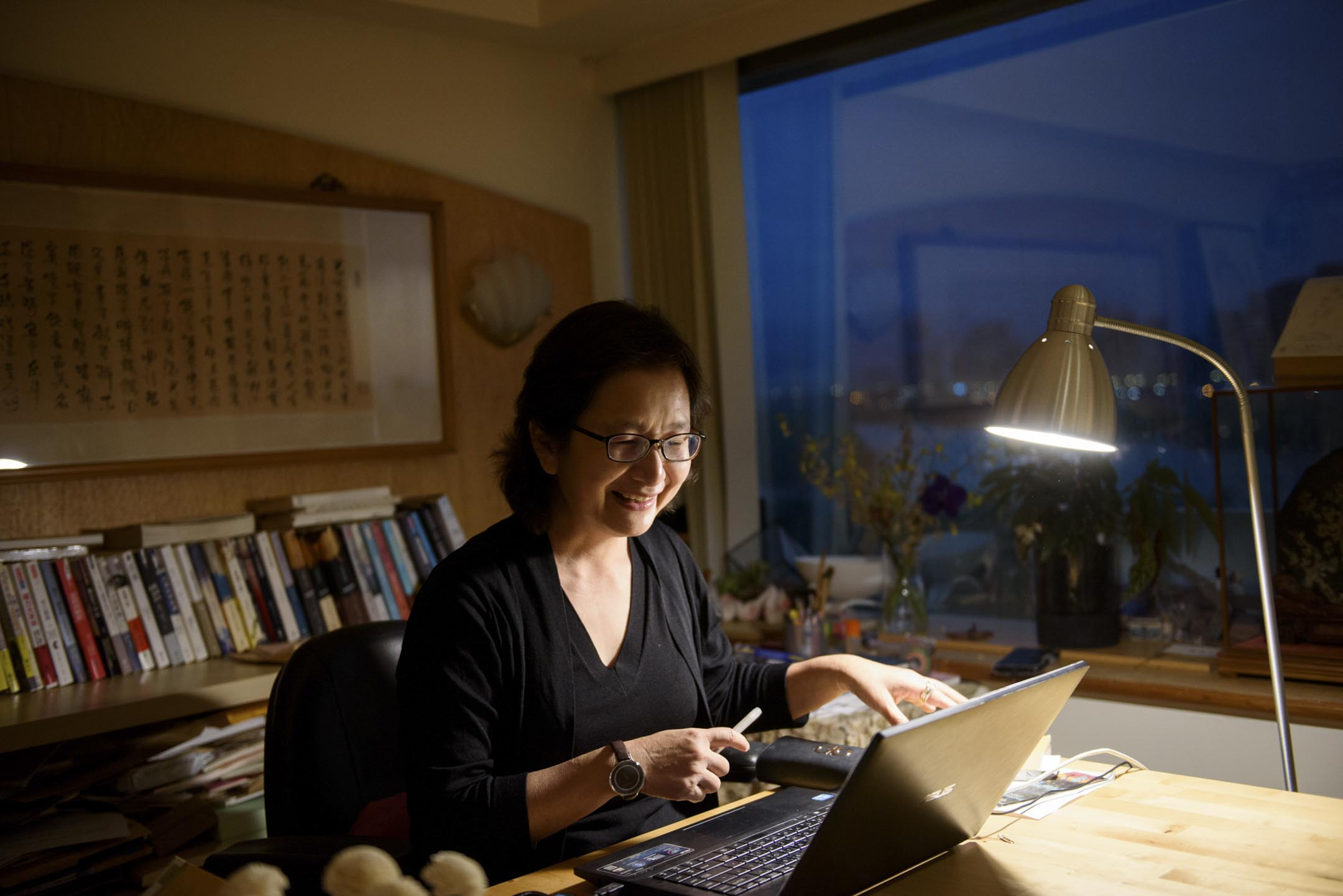 李靜宜從 2004 年至 2017 年從總統府退休之前,一共翻譯了近 30 本書,產量未必遜於一些專業譯者。