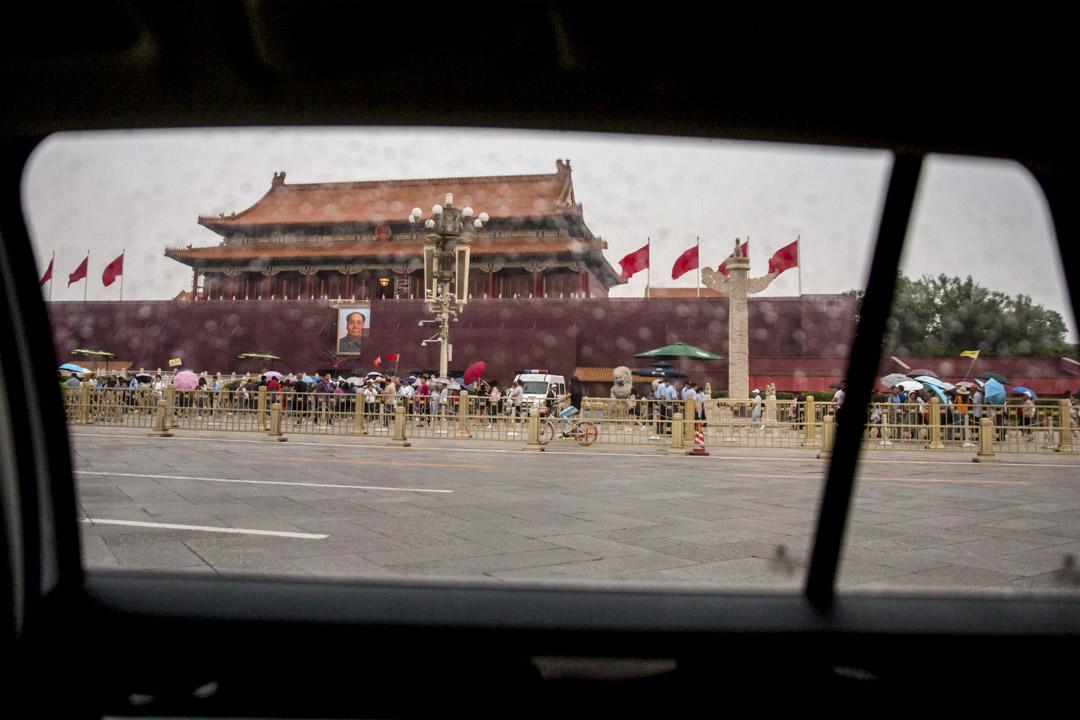 2019年6月4日,六四事件三十周年,北京天安門廣場保衛森嚴,記者只能在車上拍攝。