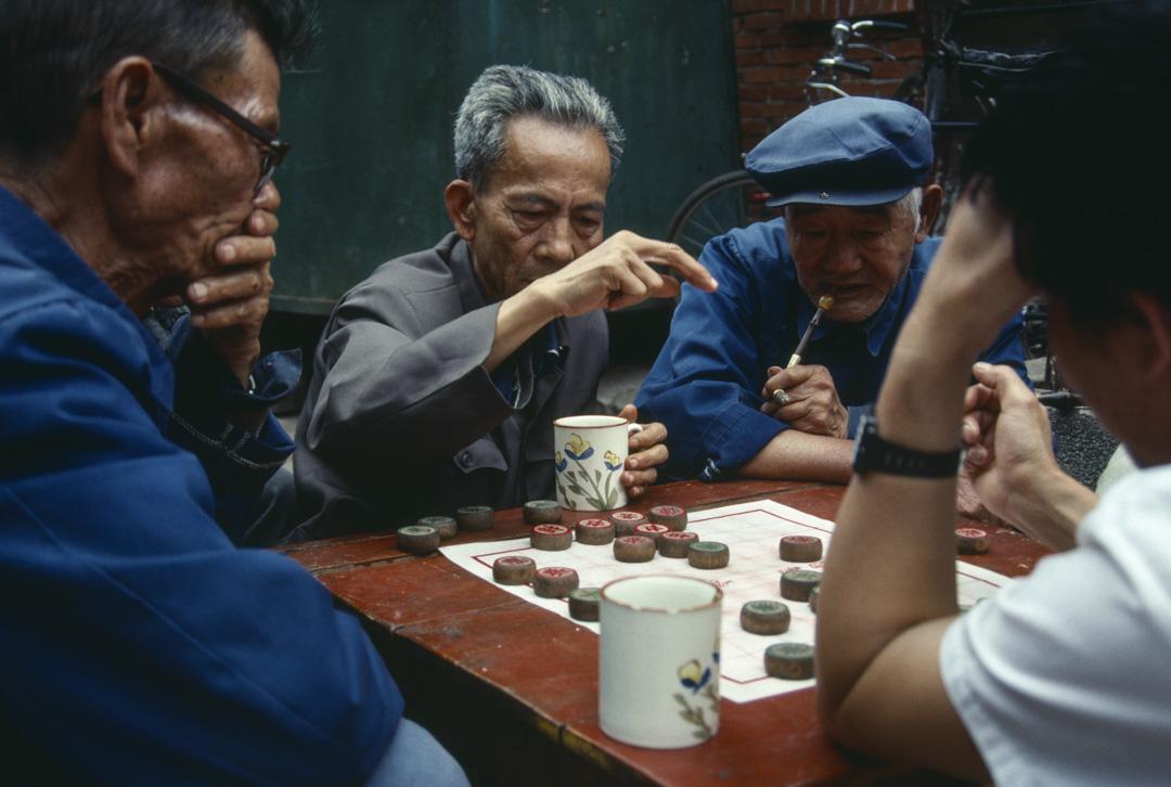 2020年5月20日,雲南省昆明市一群長者在下象棋。
